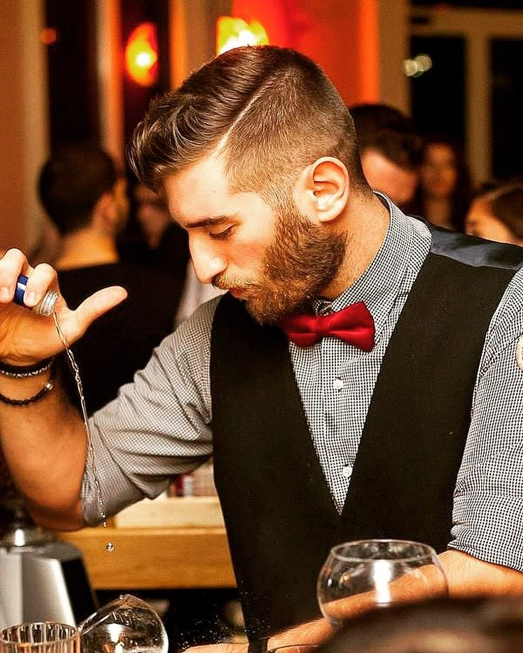 Alcohol doesn't get you drunk bartenders do... #cocktail#cocktails#bar#bartender#bartendring #bartenderlife #mixology#mixologist#drink#drinks#georgeasimenos#george_asimenos#molecular#bartenders #pour#athens#greece#