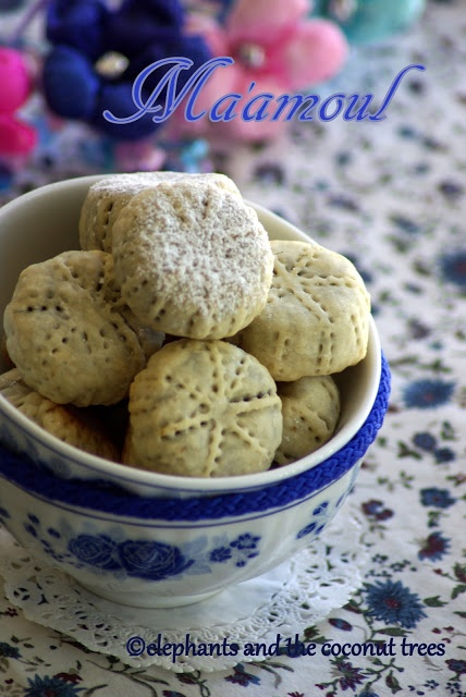 elephants and the coconut trees: Ma'amoul / Dates filled cookies / Middle Eastern cookies / Easy date cookies/pie crust cookies