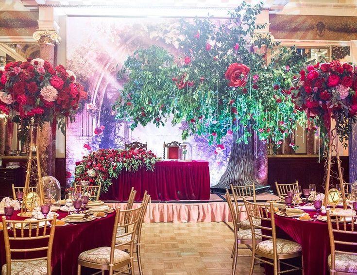 С чего зарождалась идея декораторов и организаторов, и как она была реализована на площадке в день свадьбы. От эскиза до воплощения.