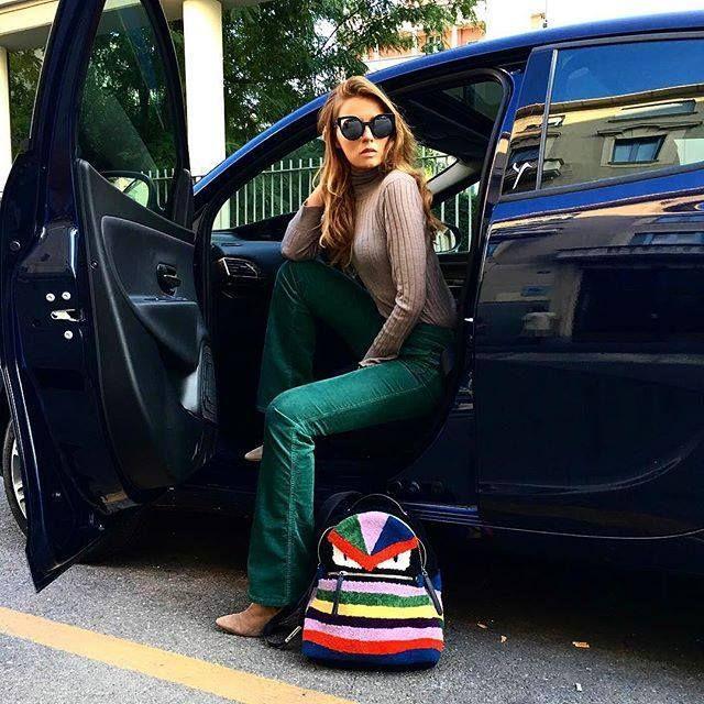 La blogger Veronica Ferraro (www.thefashionfruit.com) indossa pantalone in velluto Sinequanone #sinequanone #fashionblogger #pantalone #sinetendenza