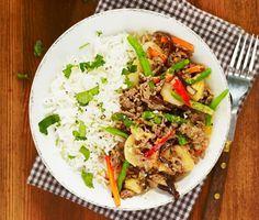 Thaigryta gjord på köttfärs och wookgrönsaker. De populära thailändska ingredienserna kokosmjölk och koriander är vad som sätter prägeln på denna måltid. www.ving.se/thailand