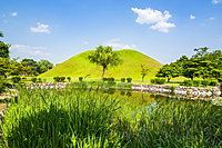 Tumuli park with its tombs from the Shilla monarchs, Gyeongju, UNESCO World Heritage Site, South Korea, Asia