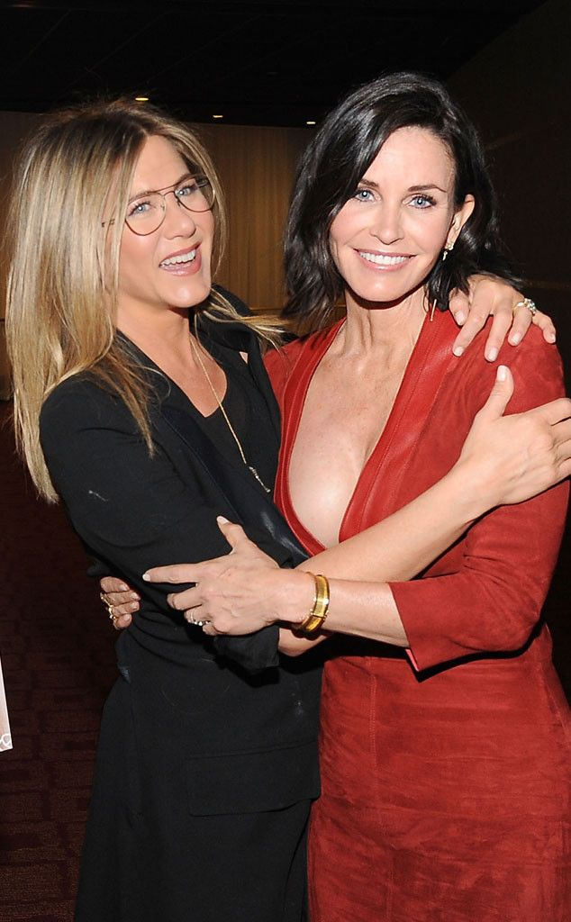 Jennifer Aniston and Courteney Cox are the cutest friends ever!