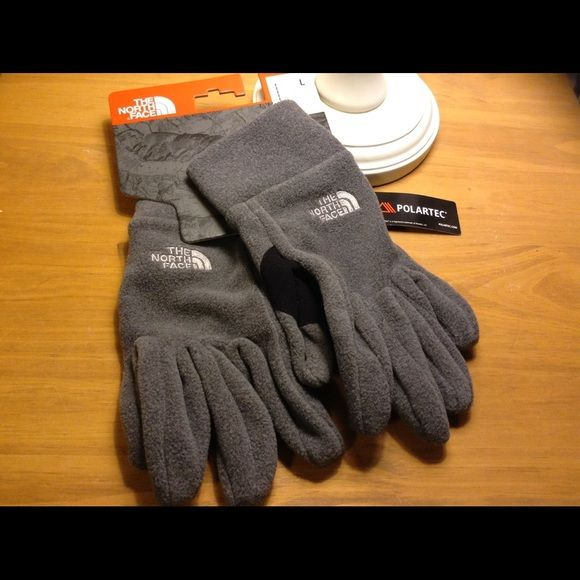 NWT North Face Polartec fleece gloves. NWT The North Face Polartec fleece gloves women's size large The North Face Accessories Gloves & Mittens