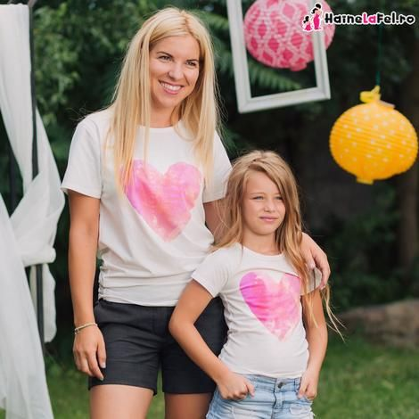 set tricouri asortate pentru mama si fiica cu inimioara roz