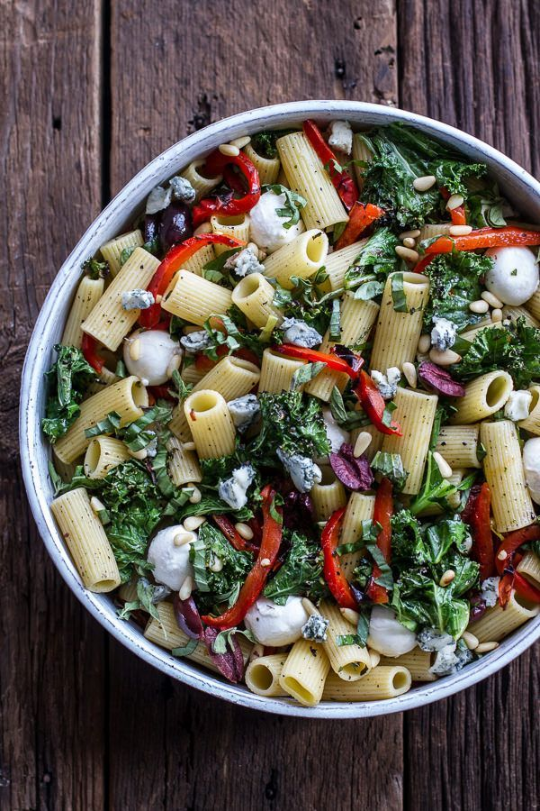 Simple Grilled Kale and Red Pepper Tuscan Pasta Salad #healthy #grilled #pastasalad
