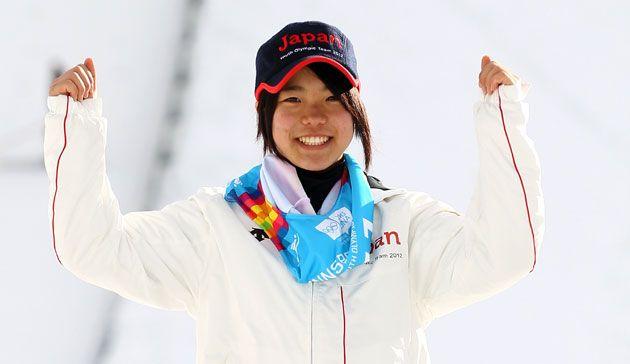 Grande première pour le saut à ski féminin, puisque les Jeux 2014 décerneront le premier titre olympique de la discipline. La japonaise Sara Takanashi est la principale favorite à Sochi. A seulement 17 ans !