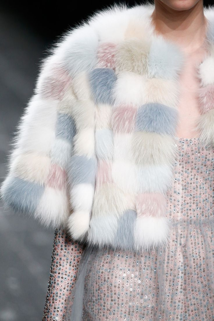 Valentino Fall 2016 Ready-to-Wear Accessories Photos - Vogue