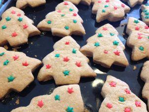 Yo y mis desafíos autoimpuestos, puso en cartera para diciembre, horneados navideños. Partí por lo que parecía más simple, pan de pascua, pero finalmente era como un queque con canela; seguí buscan...