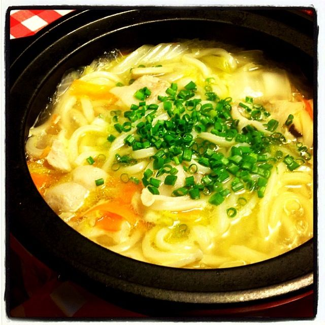 冷凍讃岐うどんと白菜、人参、ネギ、エリンギ、豚肉で鍋(((o(*゚▽゚*)o))) 柚子ポン酢と七味で食べました(⌒▽⌒) あったまった〜 - 68件のもぐもぐ - 土鍋でうどん by hakomaru