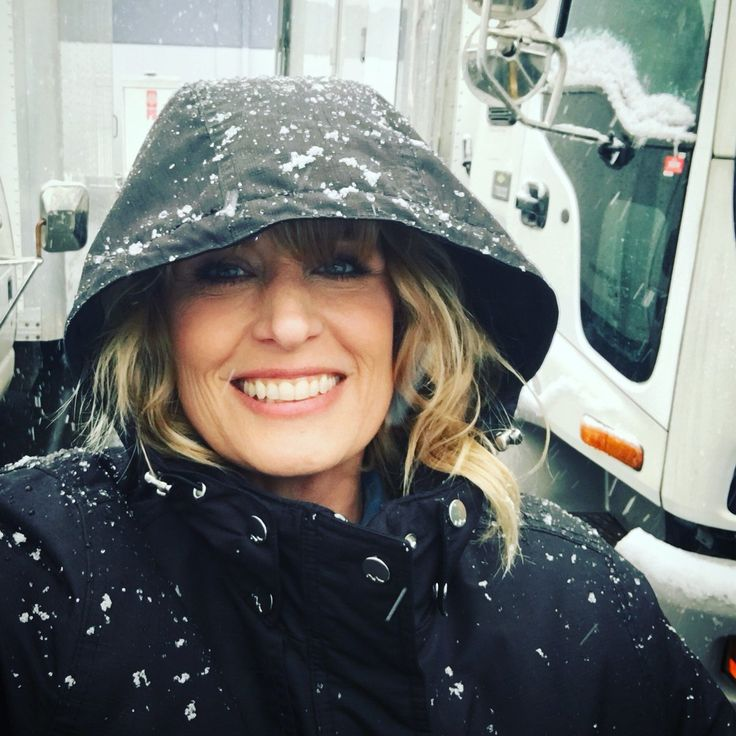 Samantha Smith ‏@SamSmithTweets   Nothing will make you feel 7 years old again faster than #snow!