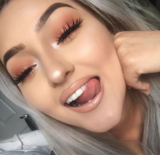 nude lipstick | nude lip | nude gloss | grey hair | lashes | monochromatic makeup | nude makeup look