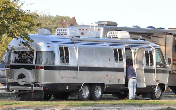 airstream motorhome 1982. Looks tiny compared to the modern coach in the back.