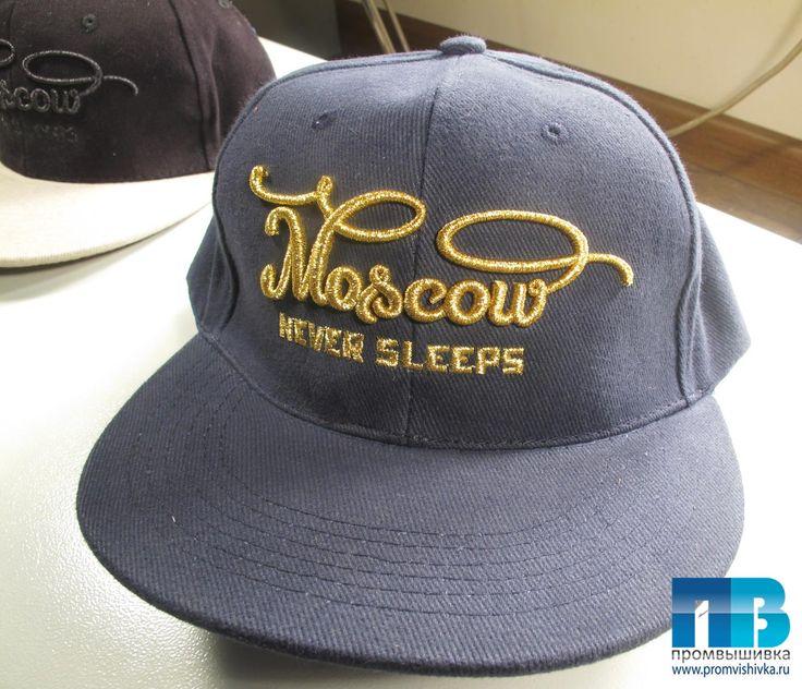 Снепбек с 3D-вышивкой Moscow never sleeps
