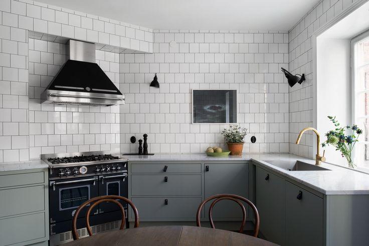 Green kitchen with white tiles