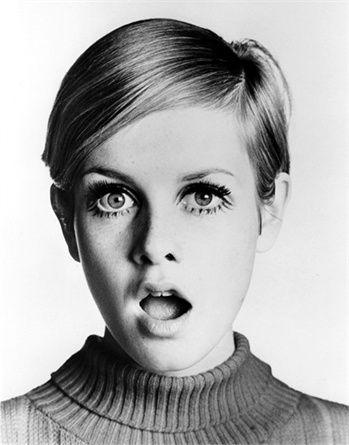 Ecco chi ci ricorda questo taglio, la modella simbolo degli Anni'60 inglesi, Twiggy Lawson. Famosa per la sua magrezza ma anche per i capelli biondi e i grandi occhi da bambola.
