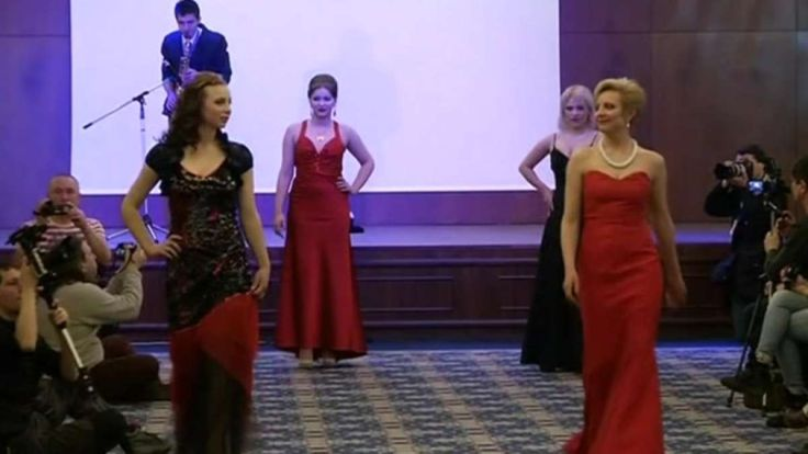 Female fighters from the self-proclaimed Donetsk People's Republic swap military uniforms for evening gowns to mark International Women's Day. Vanessa Johnston reports.