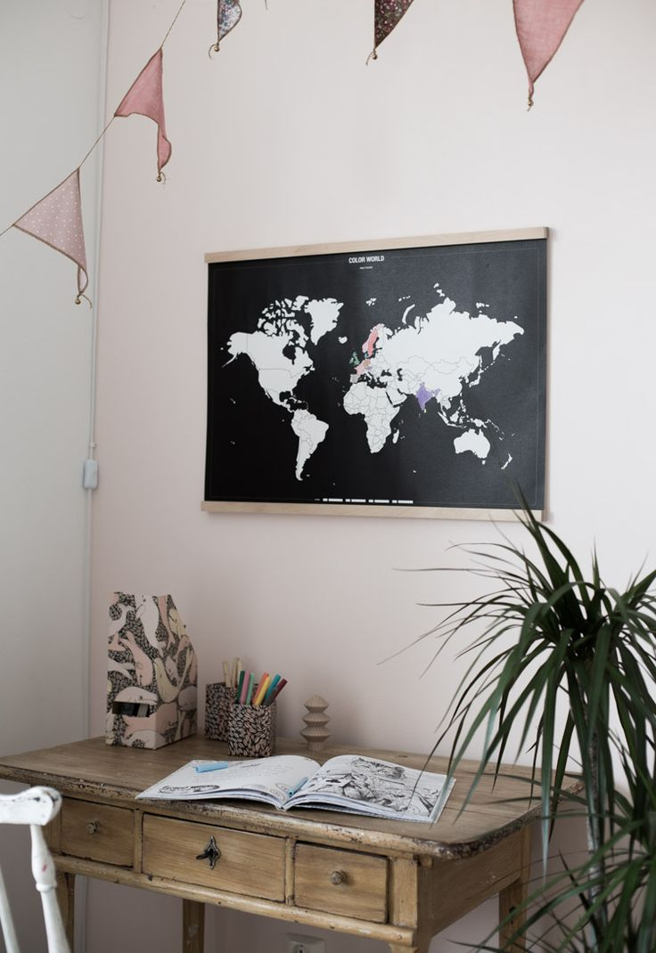 The Ideal Christmas Present for Big and Little Travellers: get a 15% discount off interactive wall map from Bold Tuesday (click on picture for more info!).