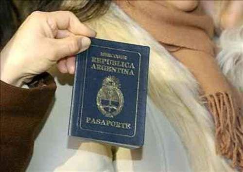 """el gobierno dice que ya no expulsara mas a los inmigrantes provenientes de los países limítrofes en virtud del """"proceso de integración avanzado"""" de la Argentina con sus naciones vecinas, hasta tanto se reglamente la nueva ley migratoria sancionada en diciembre."""
