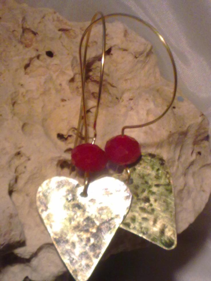 orecchini in ottone e pietrine rosso granato