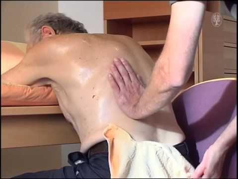 Basale Stimulation - Atemstimulierende Einreibung (ASE) im Sitzen