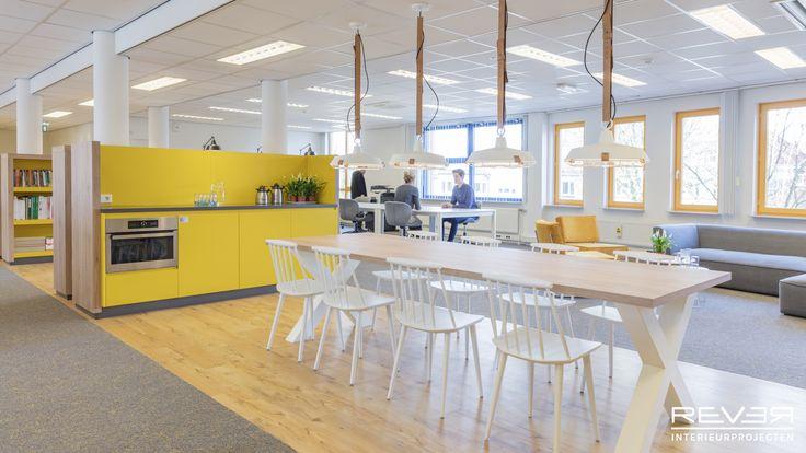 Kantoor Bureau Jeugdzorg Venlo. Ontwerp & realisatie door Rever Interieurprojecten. #kantoor #office #interieur #interior #interieursinspiratie #interiorinspiration #meetingspace #pantry #flexworking