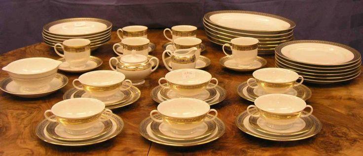 "Kaffee- und Essservice-Teile. Porzellan, Rosenthal ""Classic"", Goldrand, ca. 50 Teile. — Porzellan, Fayence & Steinzeug"