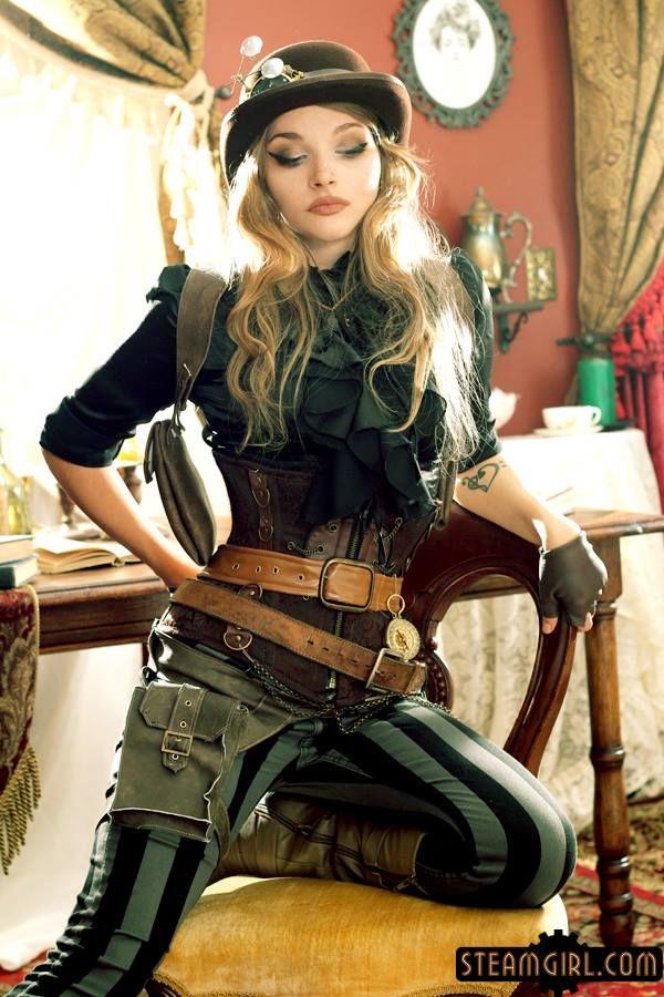 Gaat om de sfeer, dat als je het combineert met het legergroen, is het best toegankelijk en niet heel gothic ofzo. Ook vind ik de underbrest corset leuk in combinatie met die blouse met die ruches.