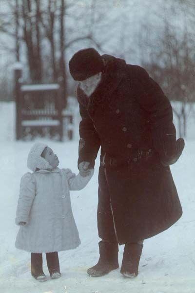 Leo Tolstoy with his granddaughter, Yasnaya Polyana, undated [400 × 600] - Imgur