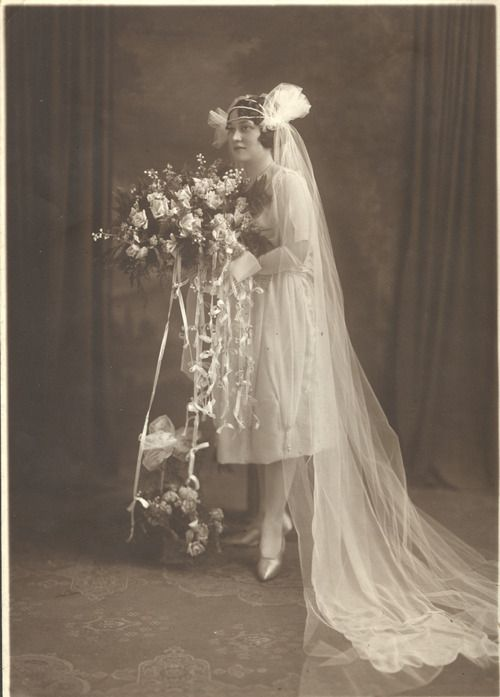 1920's Bride in a dress that you wouldn't call a tea-length 1950s style ;)