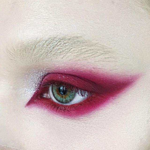 Кошачий глаз в красном 😈😻 Макияж @olga_fox #макияжодногоглаза
