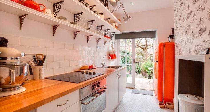 Кухня в стиле кантри - создаем уютную атмосферу при помощи сдержанной цветовой гаммы, выбираем мебель, расставляем яркие акценты и традиционные предметы декора.