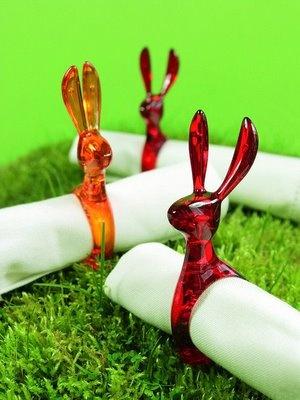 Para que tu mesa luzca verdaderamente con estilo, puedes dejar que el conejo Hazel atrape a esas rebeldes servilletas de género. Hecho en acrílico. Disponible en varios colores. $3500