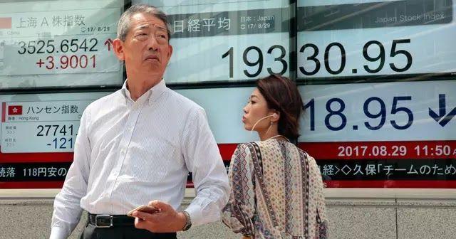 Jakarta - Bursa saham Asia tertekan pada perdagangan saham Senin pekan ini. Seiring pelaku pasar mengalihkan aset investasi lebih aman usai Korea Utara melancarkan uji coba bom pada akhir pekan lalu. Faktor itu juga mendorong harga emas yen dan imbal hasil surat berharga menguat. Penurunan bursa saham terbesar dialami bursa saham Korea Selatan. Sementara itu bursa saham Jepang dan Australia juga tertekan. Indeks saham Jepang Topix turun 04 persen. Indeks saham Korea Selatan melemah 11…