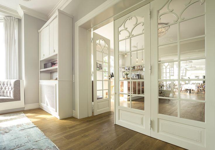 Three folded internal classic wood doors in Hotels Stelle Maris in Svendborg, Denmark made from www.vahle.dk , photos by www.ditlevart.dk  #classic #doors #interior #hotel #glassdoor