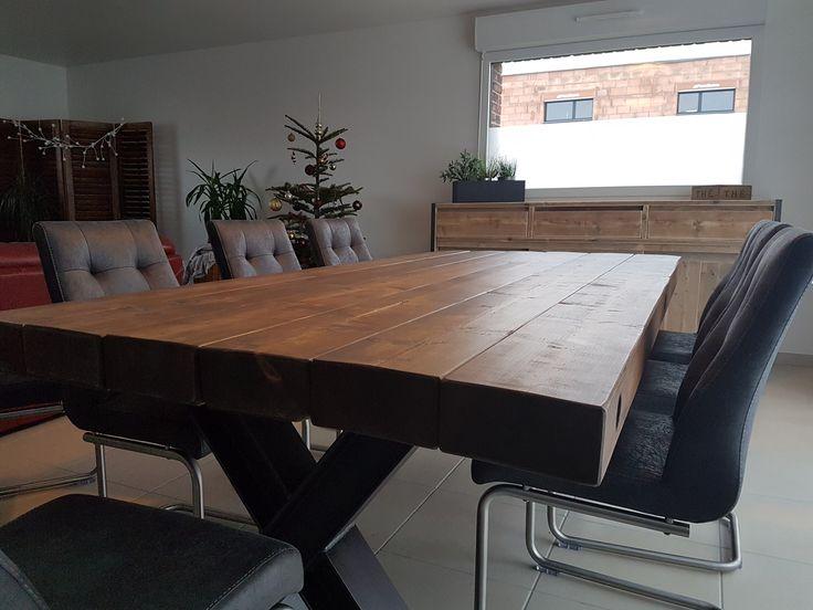 Table Fox de chez Pays Bois en 250x120 cm avec des poutres 20x10 cm.