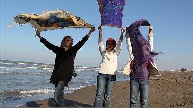 Una campaña en Facebook logra que mujeres iraníes posen sin velo