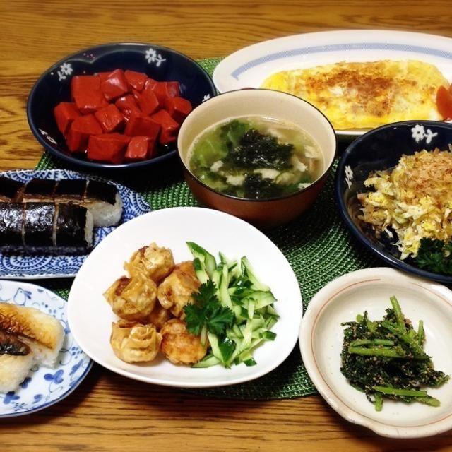 姉が近江八幡に行ってきたお土産と、ちょっとだけおかず。 - 139件のもぐもぐ - 赤コンニャク・ミートソース入りオムレツ・キャベツと切り干し大根のサラダ・具沢山スープ・焼き鯖寿し2種(海苔と味噌)・あげシュウマイ・春菊の胡麻和え by madammay