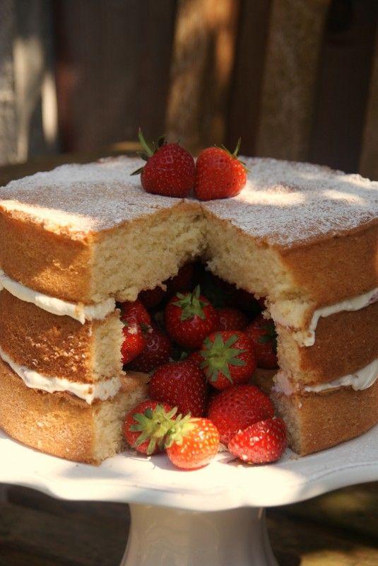 Victoria-Sandwich-Inside-Surprise-Cake-070.jpg 535×800 pixels