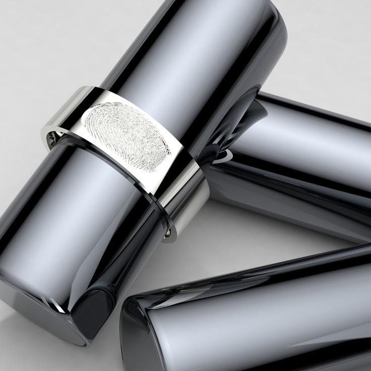 Anillo de plata personalizado con huella dactilar impresa.