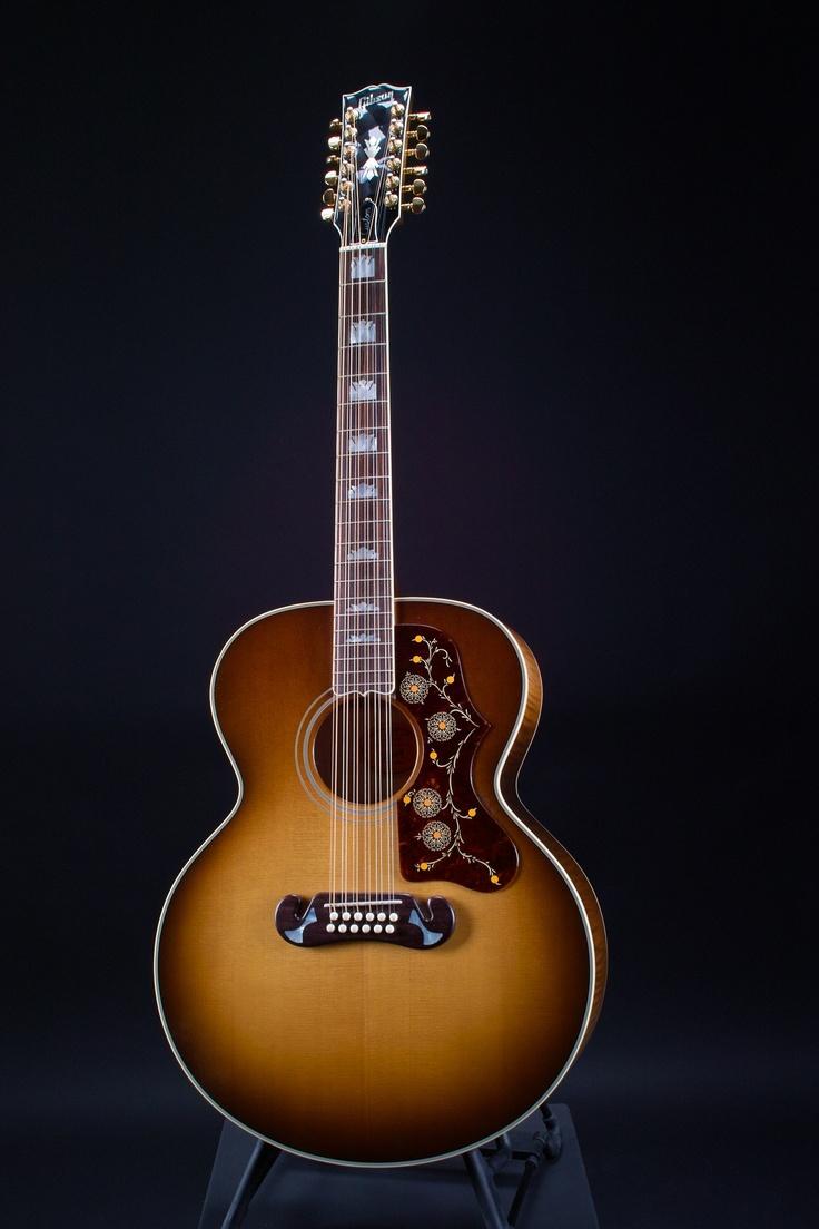 Woooooooow......ein Traum ! ! ! Gibson SJ-200 12-string ...wenn man denn gescheit spielen könnte :( Aber 12-Saiten klingen von alleine...*schwärm*
