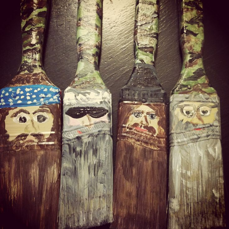 Paint brush duck dynasty style ornaments. $1 store paint brushes, camo colored craft paint and creativity!