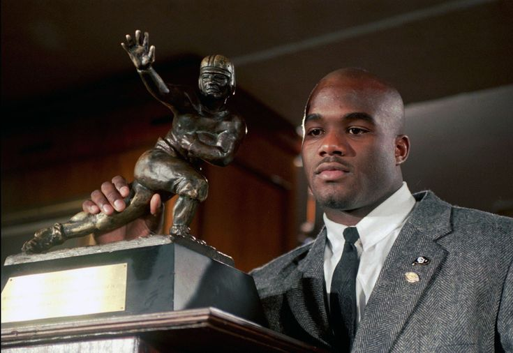 Former Chicago Bears first-round pick Rashaan Salaam, the 1994 Heisman Trophy winner, was found dead on Monday night at a park in Boulder, Colo. He was 42.  Salaam, was a San Diego native and rose to stardom at the University of Colorado, where as a junior he was a big part of the Buffaloes squad that