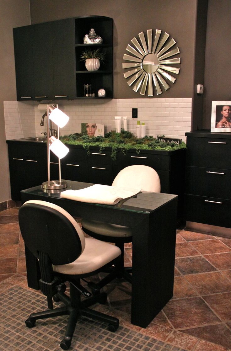 Chair nail salon furniture ak 01 g buy manicure chair nail salon - Fortelli Salon Spa Has A Full Day Spa Equipped With 3 Manicure Stations