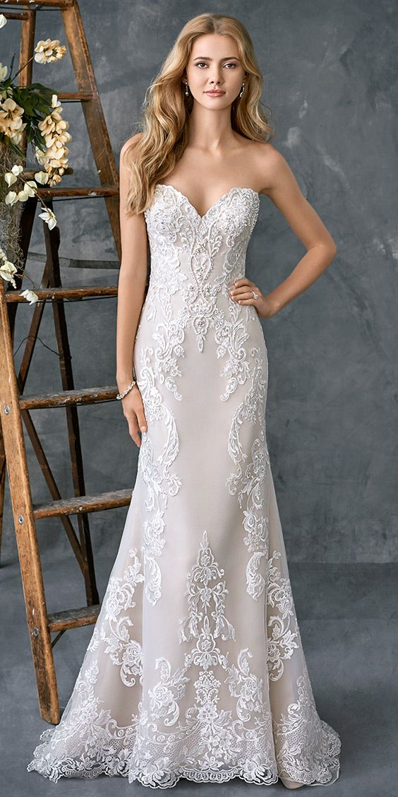 Kenneth Winston 1775 | beautiful fitted lace gown | with detachable train | sweetheart neckline | romantic wedding gown