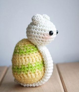 #игрушка #игрушкавязаная #вязаныеигрушкикрючком #вязаныеигрушкинапродажу #вязанаяигрушка #игрушкаручнойработы #ручнаяработа #amigurumi #amigurumitoys #toys #weamiguru #handmade_best #handmade_bestwork #toys_gallery #gurumigram #crochetlobby #пасха #улитка