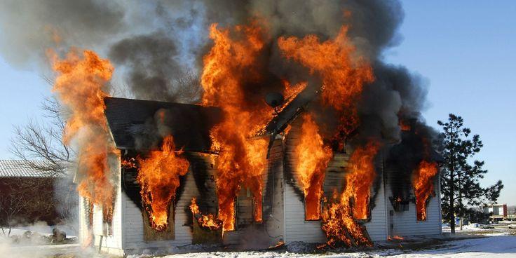 Antall boligbranner øker i vintermånedene. Sector Alarm gir deg ti tips for å unngå brann.