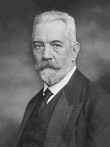 Imperial German Chancellor Theobald von Bethmann-Hollweg 1913b.jpg