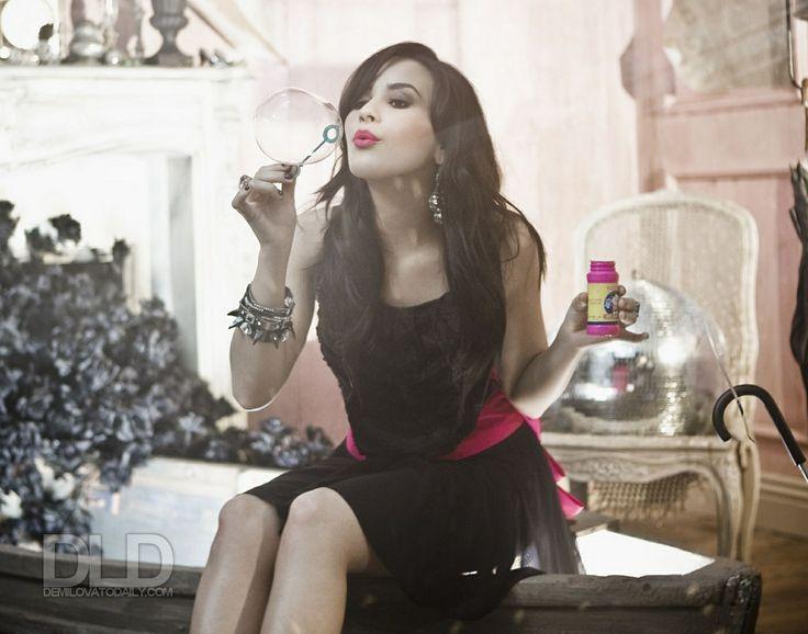 Demi-Lovato-S-Nields-2009-for-Here-We-Go-Again-album-photoshoot-anichu90-16795457-1400-1100.jpg (1400×1100)