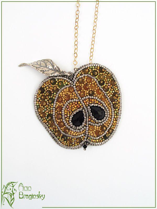 Colgante manzana de Ann Braginsky 220 euros Золотое яблоко